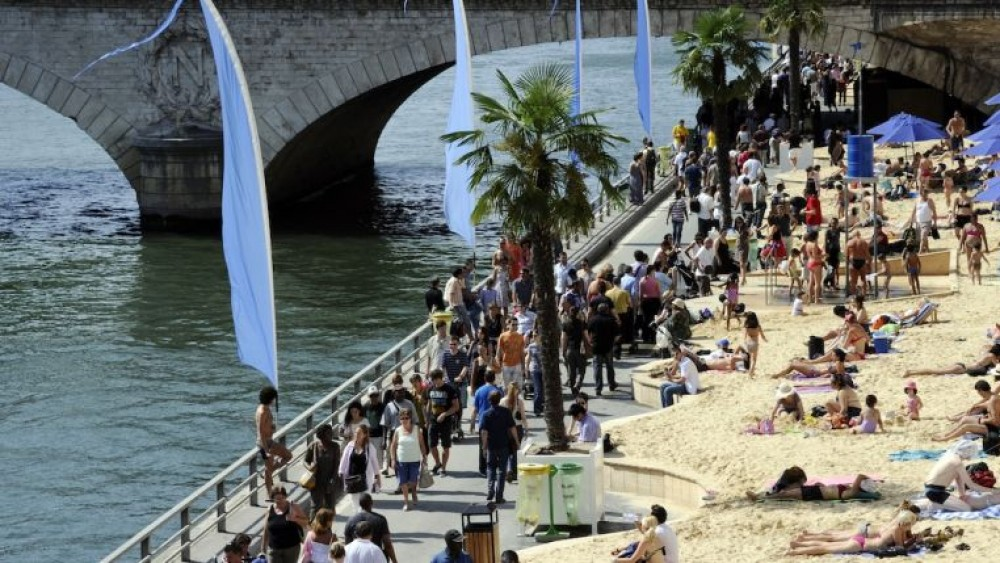 PARIS PLAGES (PARIS BEACHES)